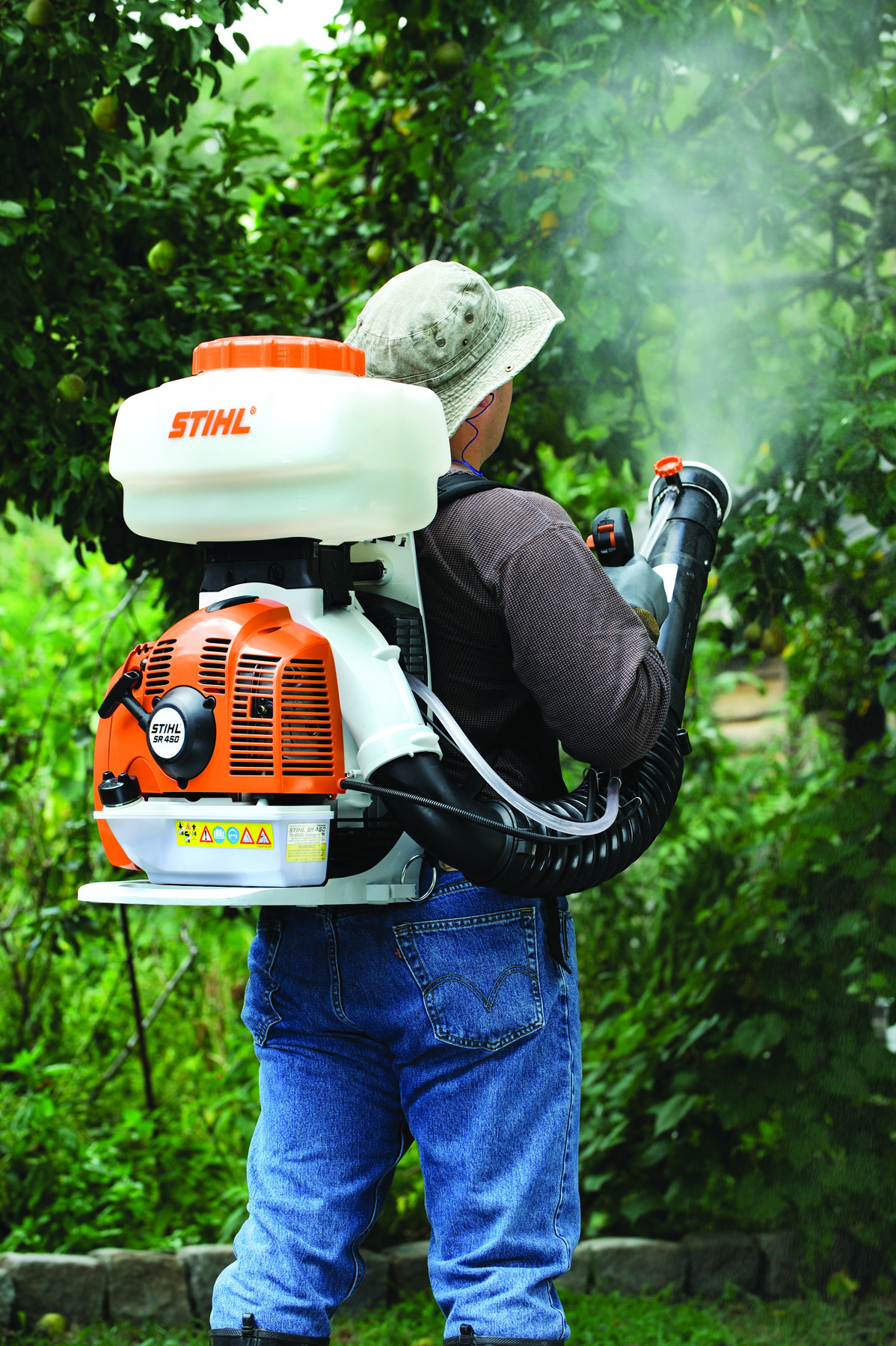 Stihl Sr 450 http://www.sharpeslawn.com/our-products/stihl/stihl-back-pack-blowers-sprayers/stihl-sr-450-backpack-blower-sprayer-duster/